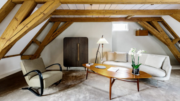 hotels in heaven the dylan amsterdam accommodation suite luxury lamp flower table wooden columns armchair cushion