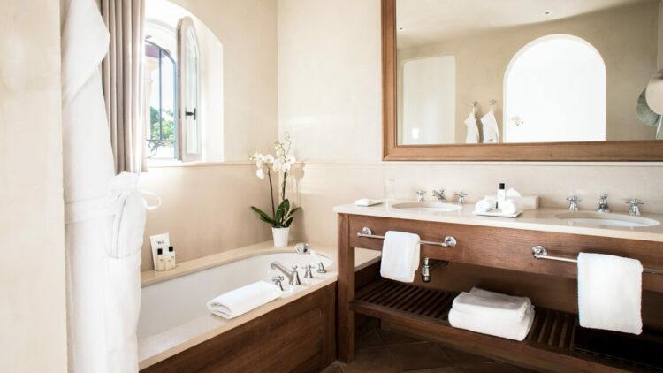 hotels in heaven la reserve ramatuelle accommodation bathroom tub luxury tab sink towels mirror bathtub modern beautiful relaxing