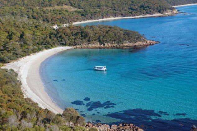 beach-saffire freycinet tasmania