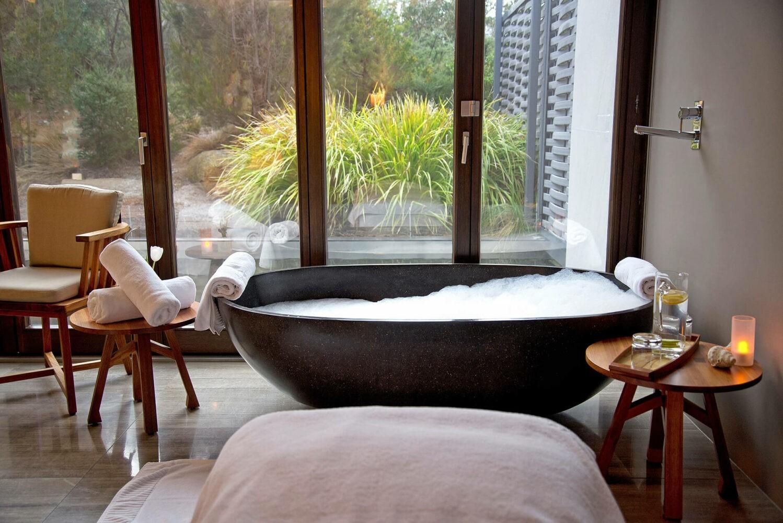 saffire-freycinet-spa-bathtub