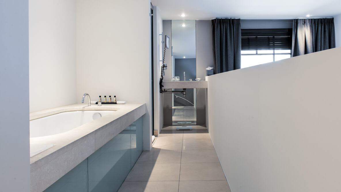 hotels in heaven the dylan amsterdam bathroom accommodation bathtub curtains white wall scale mirror modern light