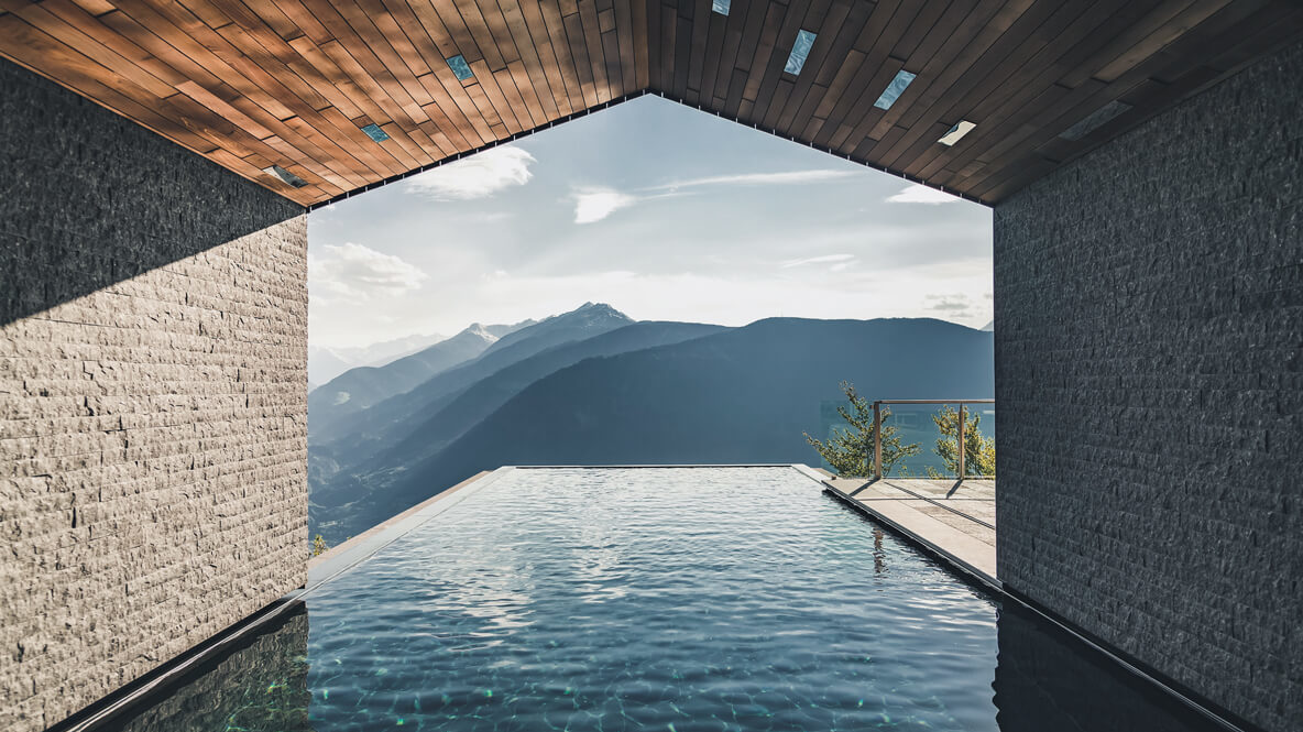 infinity pool mountain view-miramonti italy