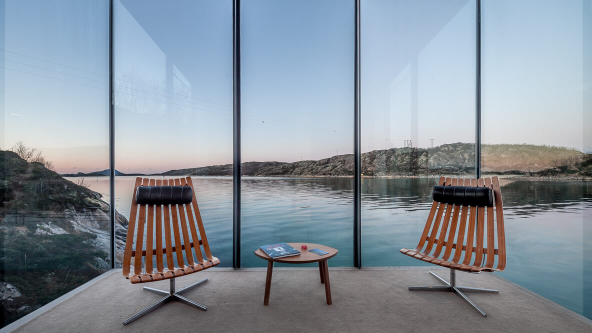 chair lounge lake view-manshausen island resort