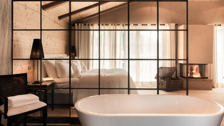san-luis-bedroom-privacy-tub-bathroom