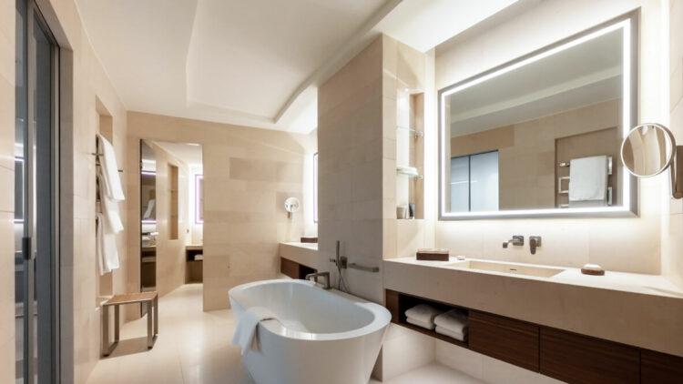 freestanding bathtub-the fontenay hamburg germany