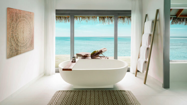vakkaru-island-maldives-freestanding bathtub