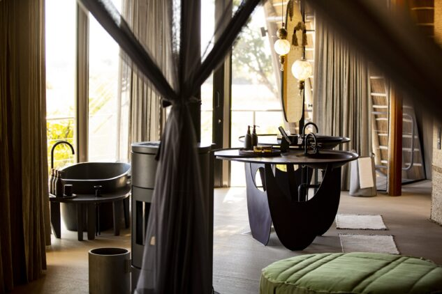 jao-camp-botswana-bathroom