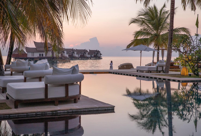 main pool-jumeirah vittaveli maldives