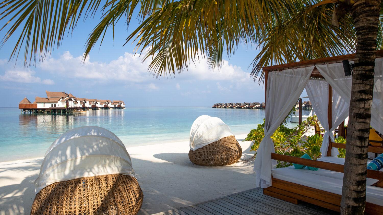 beach view-jumeirah vittaveli maldives