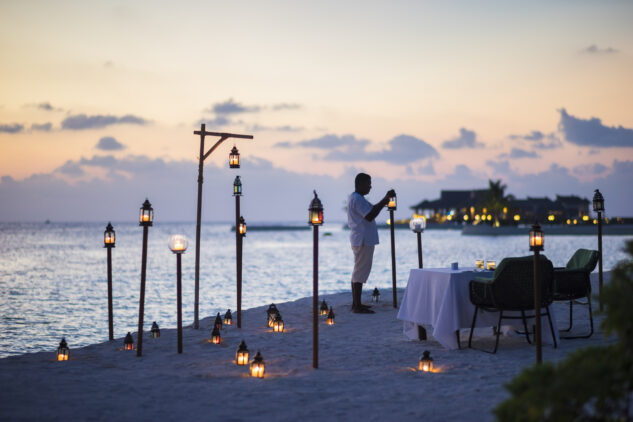 romantic beach dinner-jumeirah vittaveli maldives