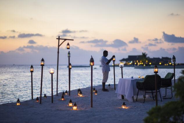 romantic beach dinner-jumeirah vittaveli maldives