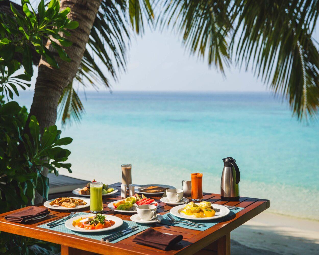 breakfast beach-jumeirah vittaveli maldives