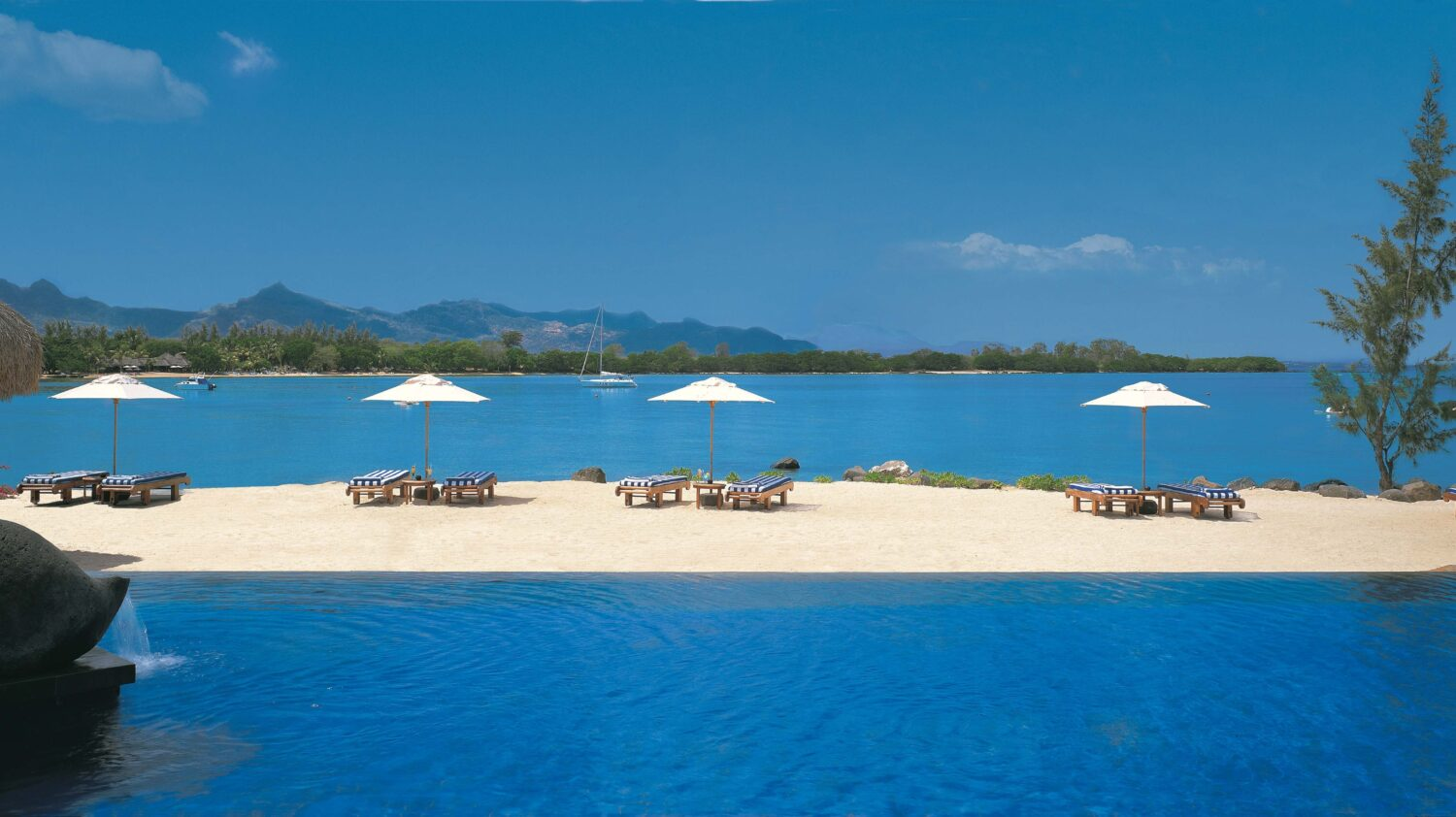 infinity pool ocean view-the oberoi beach resort mauritius