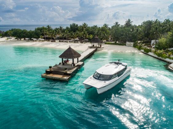 catamaran-jumeirah vittaveli maldives
