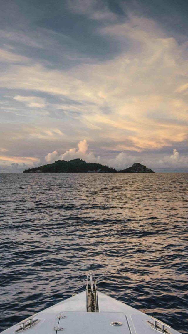 boat view seychelles-north island