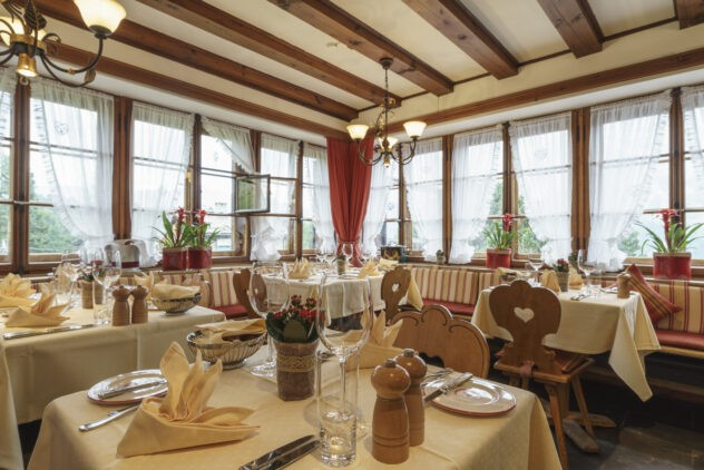 suvretta-house-switzerland-hotel-chasellas-restaurant