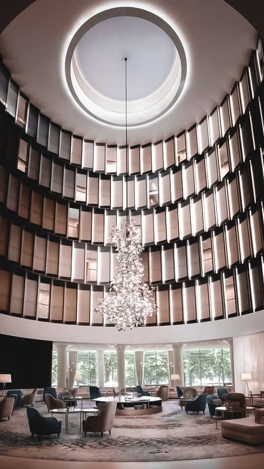 huge lobby-the fontenay hamburg