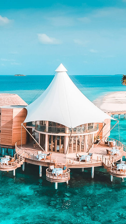 romantic restaurant-the nautilus maldives