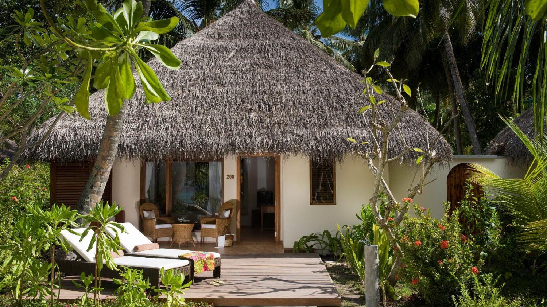 deluxe beach villa-kuramathi maldives