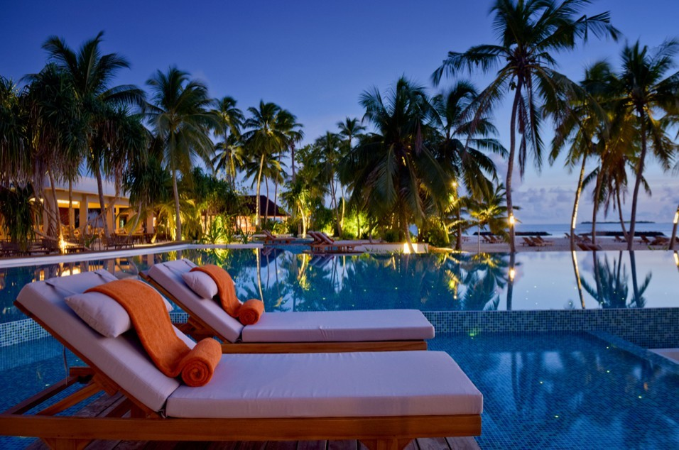 dhigali-maldives-pool-loungers