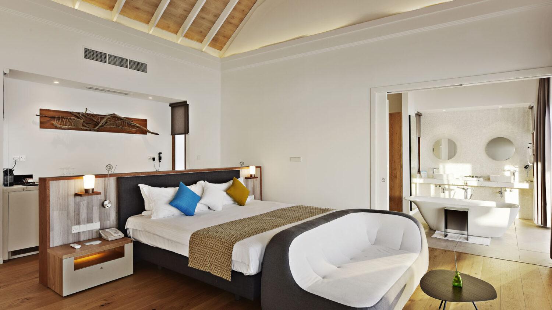 luxurious bedroom-kuramathi maldives