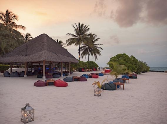 kuramathi-maldives-sand-bar