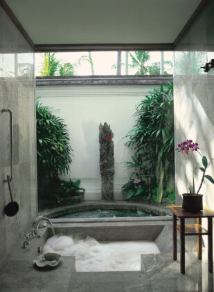 the-oberoi-beach-resort-bali-bathtub