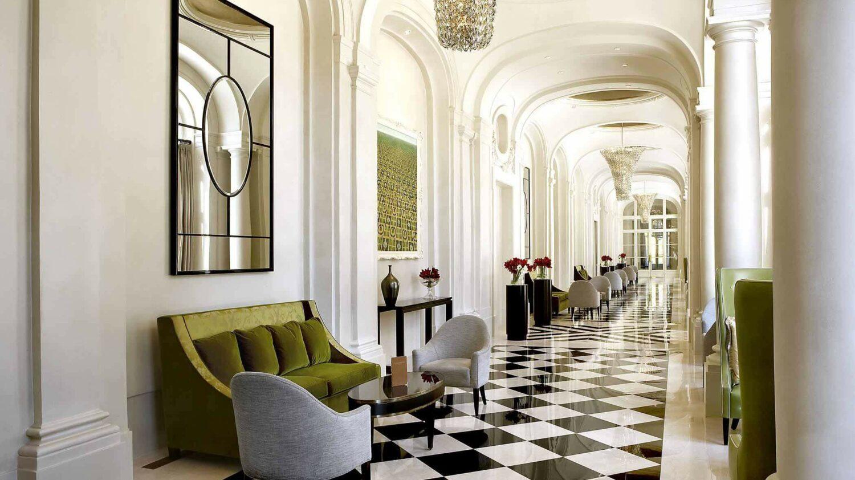 corridor hotel-waldorf astoria versailles - trianon palace france