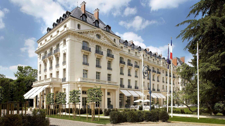 facade hotel-waldorf astoria versailles - trianon palace france