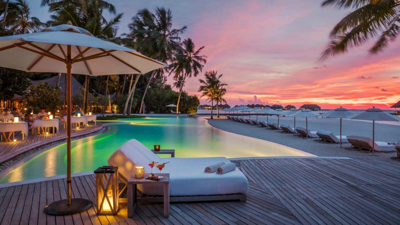 pool sunset view-COMO maalifushi maldives