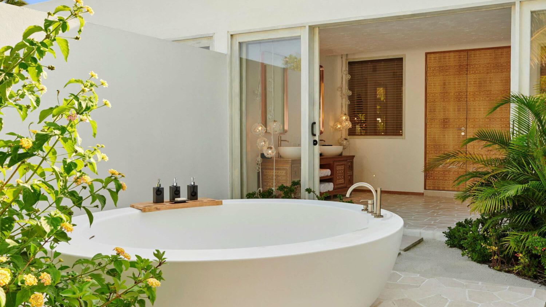 beach villa bathtub-fairmont maldives
