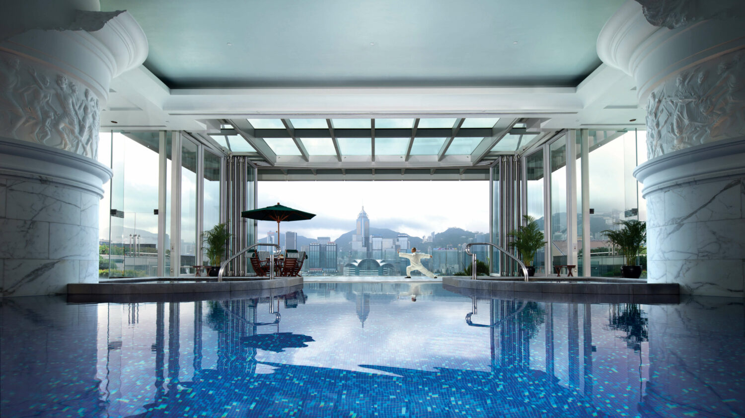 pool view hotel-the peninsula hong kong