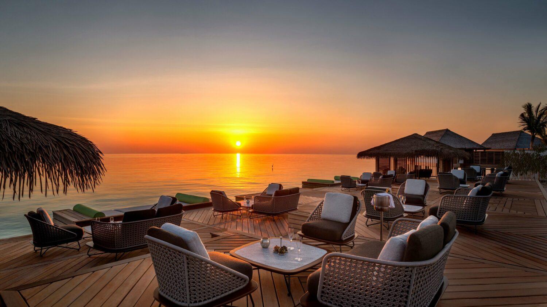 sunset restaurant-waldorf astoria ithaafushi maldives