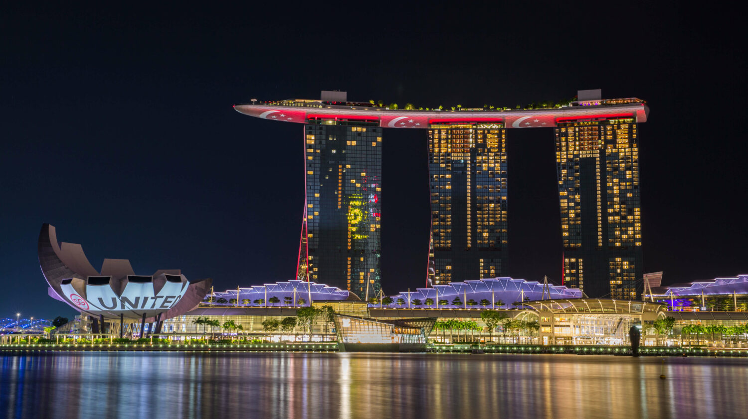 facade-marina bay sands singapore