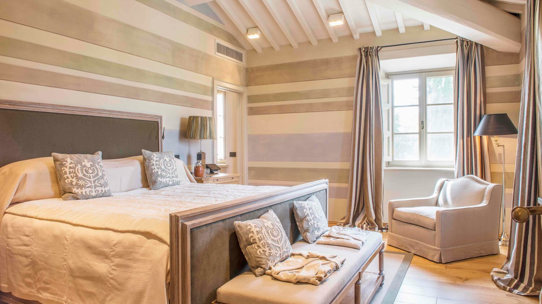 bedroom-rosewood castiglion del bosco italy