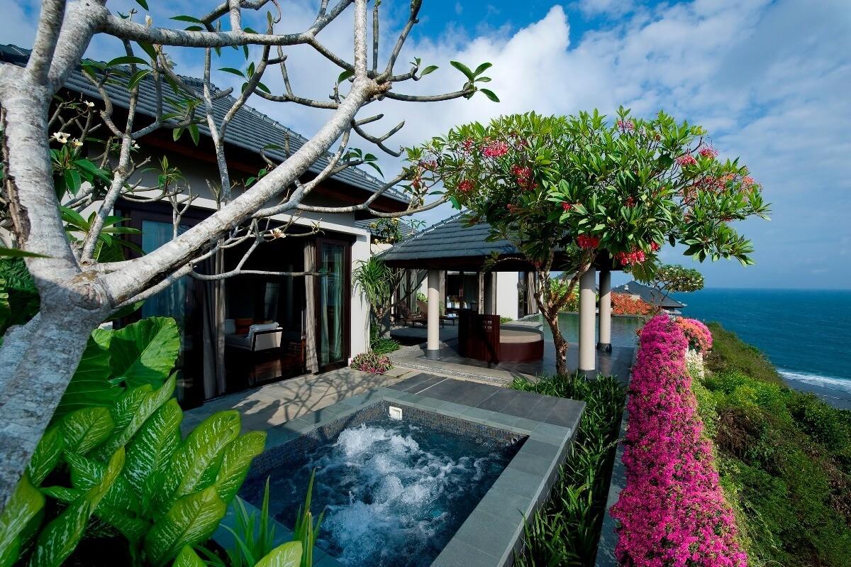 villa with pool-banyan tree ungasan bali