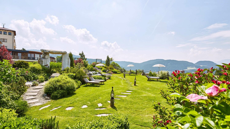 front garden-hotel chalet mirabell