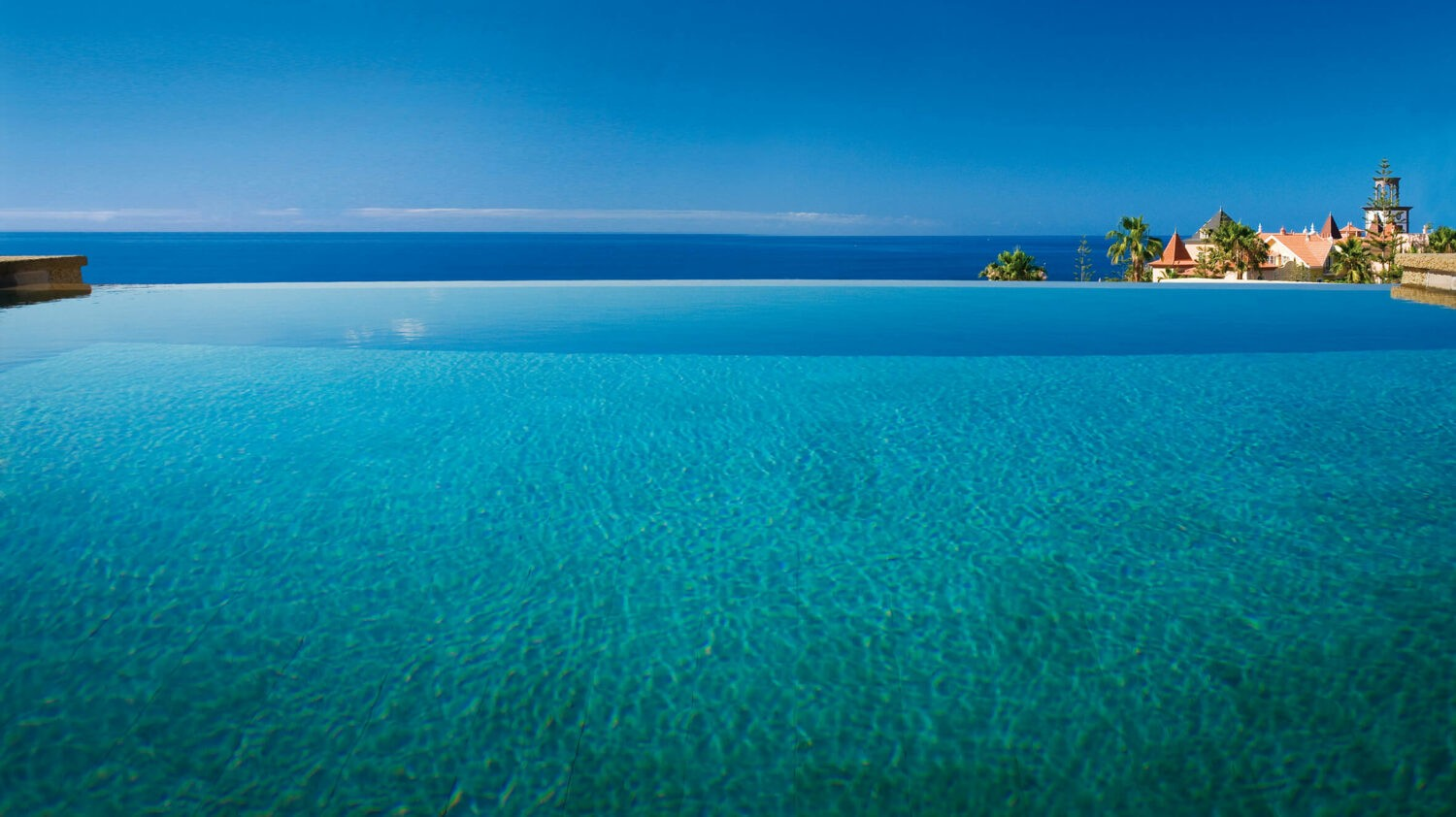 infinity pool-gran hotel bahía del duque resort tenerife spain