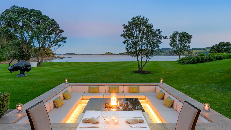 lounge-helena bay lodge new zealand