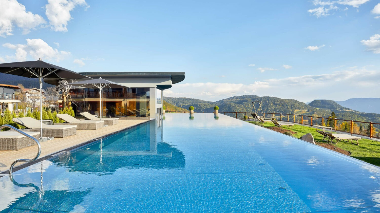 poolside-hotel chalet mirabell