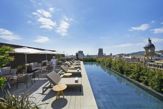 rooftop pool-mandarin oriental barcelona spain