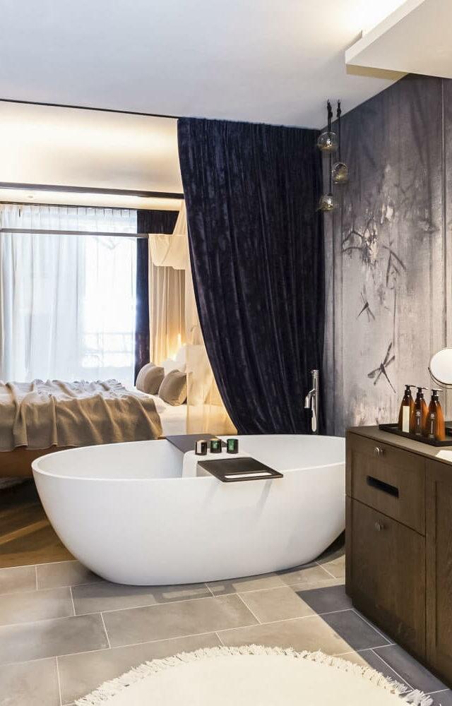 bathtub suite-silena hotel