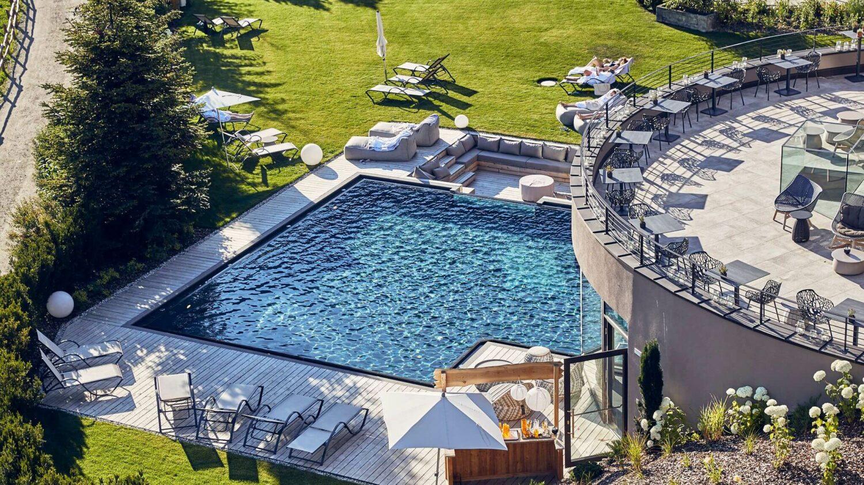 luxury swimming pool-silena hotel