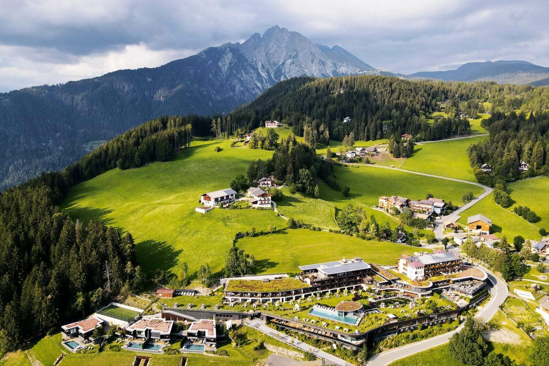 areal view-hotel chalet mirabell-bergvillen