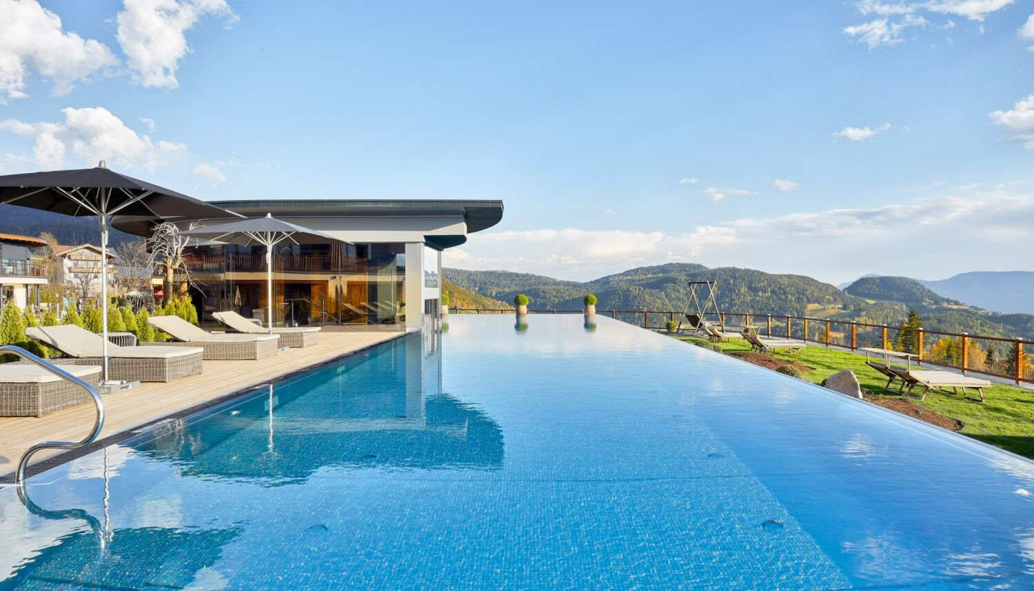 infinity pool-hotel chalet mirabell