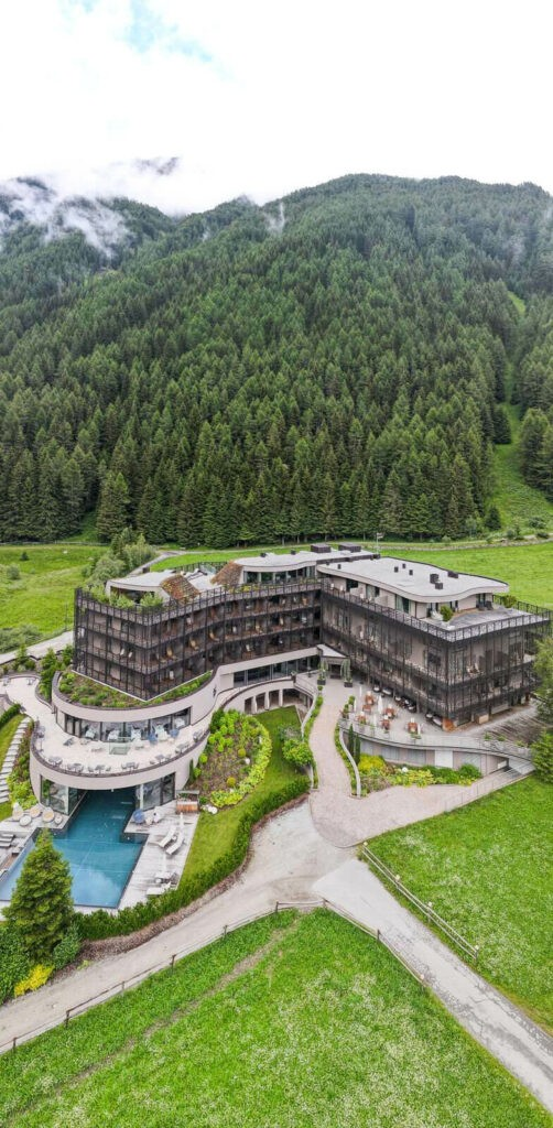 front-view-hotel-silena