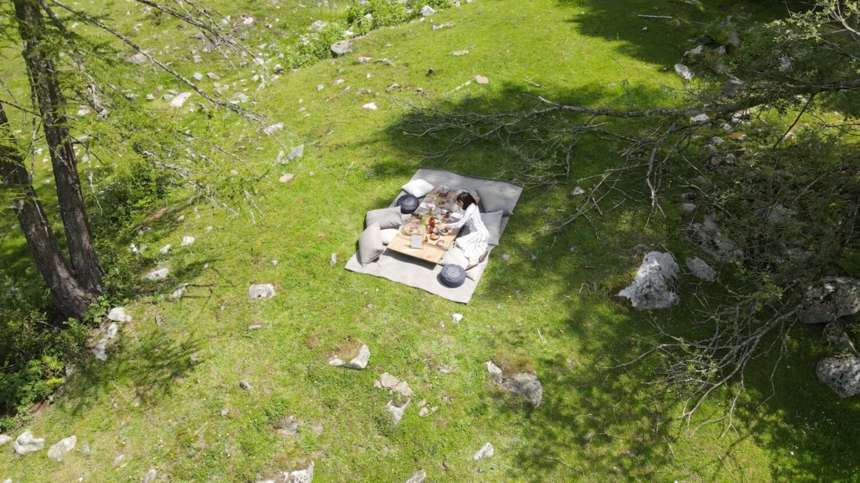hotel-picnic-outdoor