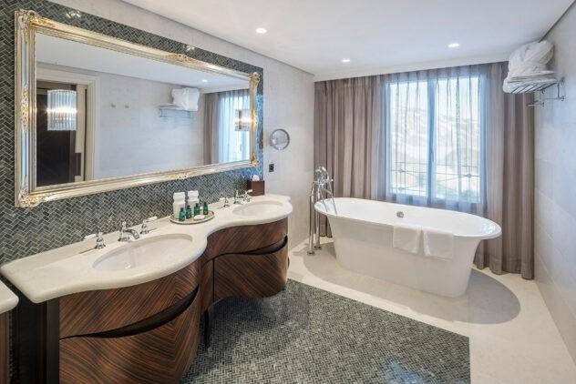 villa-honegg-bathroom