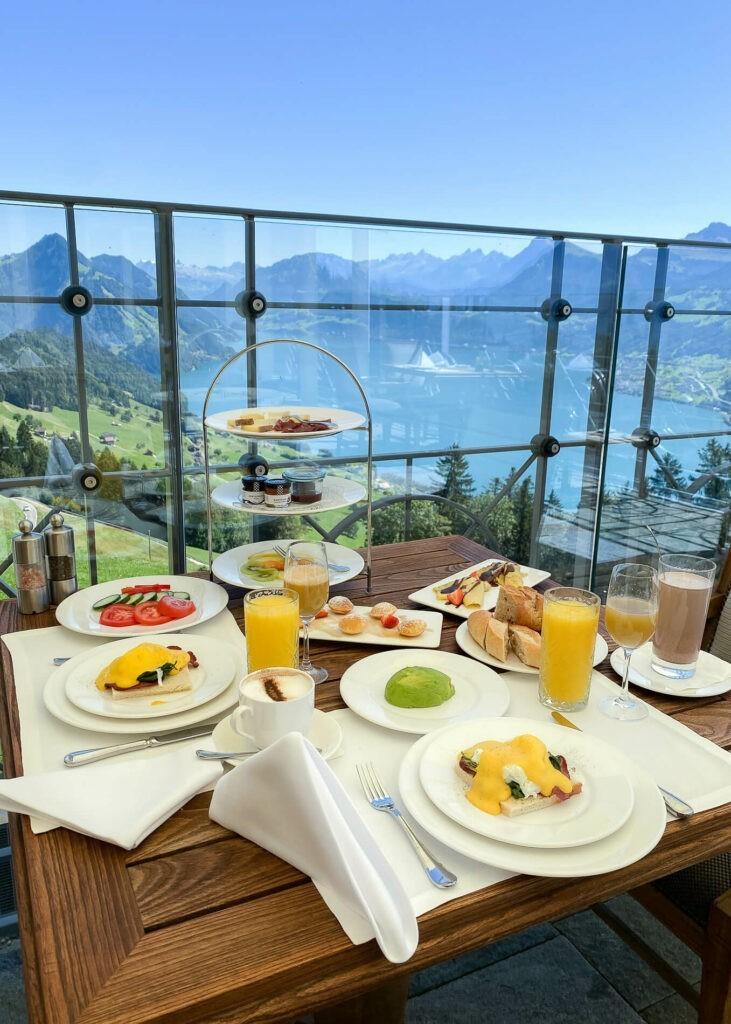 villa-honegg-breakfast-terrace-72hih