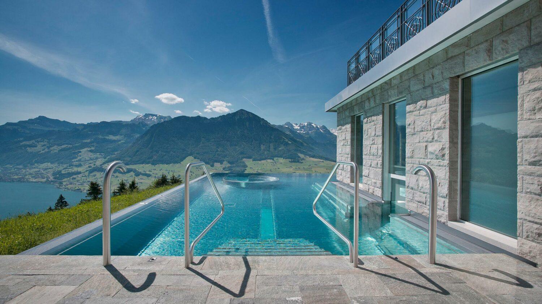 villa-honegg-pool-area